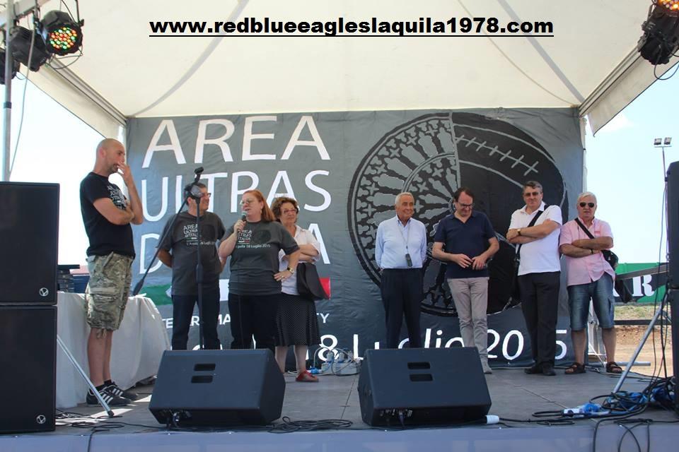 Delegazione parenti delle vittime del terremoto sul palco