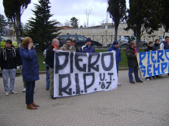 Striscione degli Ultras Termoli presenti al funerale di Piero Mercoledi 23 Febbraio 2011