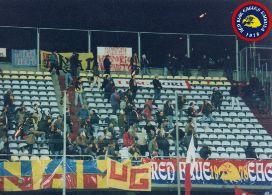 Scontri in curva con lancio di torce e oggetti in Foggia-L'Aquila Lunedi 6-12-1999 serie C2