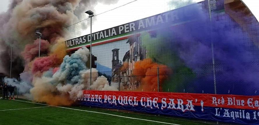 """Venerdi 21 Settembre 2018: inaugurazione progetto """"Ultras d'Italia per Amatrice"""". Fumogenata dedicata alle 239 persone che hanno perso la vita."""