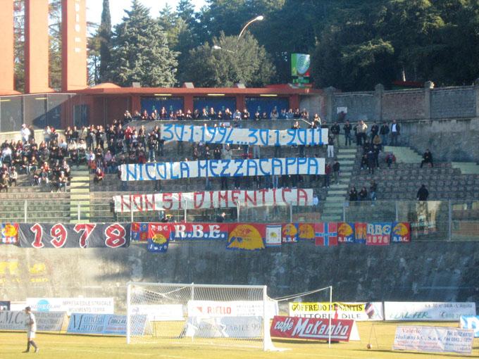 Striscione in memoria di Nicola Mezzacappa anno 2011