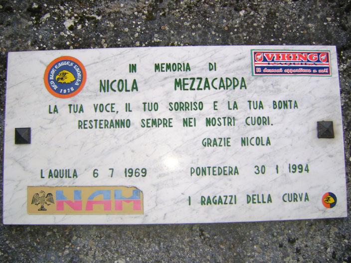Targa in Curva Sud in memoria di Nicola Mezzacappa