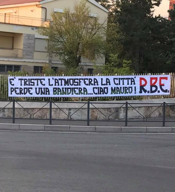 E' triste l'atmosfera, la città perde una bandiera...Ciao Mauro!