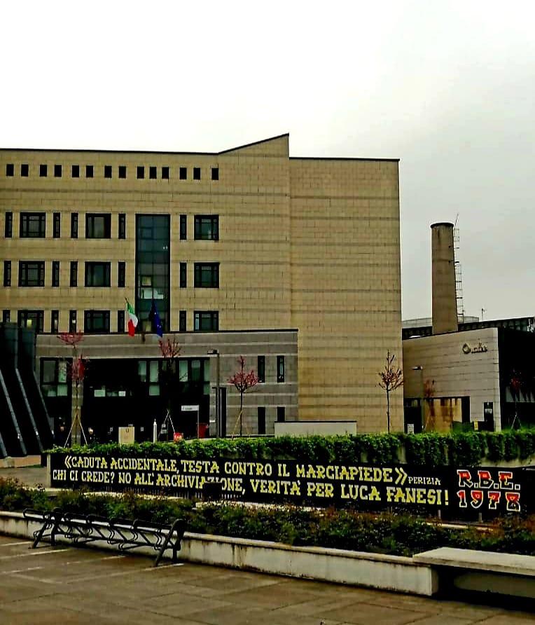 """Tribunale di Vicenza 26 Aprile 2019 : udienza per discutere la richiesta di archiviazione da parte dei pm nel processo Fanesi.  """"Caduta accidentale,testa contro il marciapiede"""" Chi ci crede? No all'archiviazione, verità per Luca Fanesi! R.B.E. 1978"""