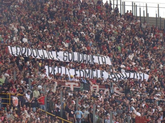 Curva Sud Roma... Cordoglio e solidarietà per le famiglie abruzzesi