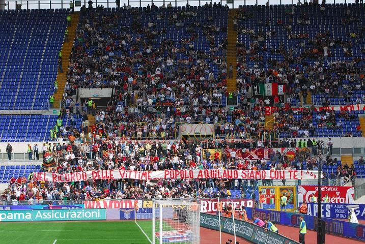 Ultras Roma...Nel ricordo delle vittime... popolo Aquilano siamo con te! ASR