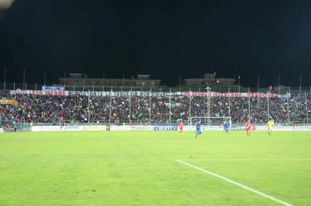 Ultras Pisa...Lega infame nonostante la tragedia non rinunci al tuo sporco interesse...vergogna