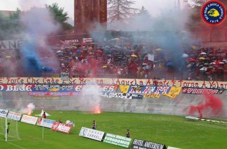 L\'Aquila-Paternò Play out 2002/2003 Non è forte chi non cade ma è forte chi cade e si rialza...L\'Aquila rialzati e torna a volare!